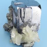 Galena, calcite, chalcopyrite Sweetwater Mine, Ellington, Viburnum Trend District, Reynolds Co., Missouri, USA  51 mm x 35 mm. Galena crystal edge: 27 mm (Author: Carles Millan)