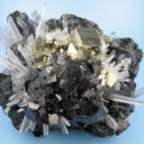 Sphalerite, pyrite, quartz Alimon Mine, Huaron Mining District, San Jose de Huayllay District, Cerro de Pasco, Daniel Alcides Carrión Province, Pasco Department, Peru 100 mm x 90 mm x 55 mm (Author: Carles Millan)