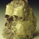 almandine garnet on graphic granite, 3 cm, Woodlawn quarry, Wilmington, DE (Author: Turbo)