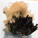 Barite and stibnite from Baia Sprie, Felsobanya, Rumania (Author: Wynnek)