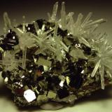 Pyrite, quartz, minor sphalerite (not shown), 7.8cm wide, Alimon Mine, Huaron Mining District San Jose de Huayllay District, Cerro de Pasco, Daniel Alcides Carrión Province, Pasco Department, Peru (Author: Turbo)