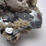 Hematites con rutilo y calcita, Cavradi, Val Tavetsch, Suiza, detalle (Autor: Edelmin)