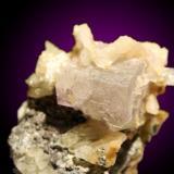 Cristal de fluorita de 3cm de arista. ¿Mina? San Roque, Alumbres, Murcia (Autor: Sergio)