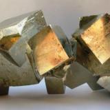 Pirita. Mina Victoria. navajun. La Rioja. Tamaño 17x7 cm. cristal mayor 4.5x4.5 cm. (Autor: Jose Luis Otero)
