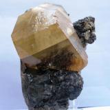 Calcita sobre Esfalerita. Elmwood. Tennessee. USA. Tamaño 13x10 cm. Cristal 10x6 cm. (Autor: Jose Luis Otero)