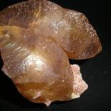 Calcita sobre dolomita Santoña Cantabria cristal mayor 7cm.JPG (Autor: PabloR)