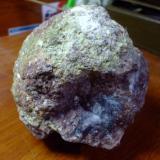 monumental geoda de cuarzo blanco, mide 35cm de diametro. Es originaria de Guerrero, Mexico (Autor: manuel rodriguez garcia)