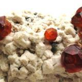 Granate Spessartina (Espesartina) Fujian. China. Tamaño pieza 8.5x4 cm. Tamaño cristal 7 mm. (Autor: Jose Luis Otero)