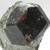 Granate Almandino. Zillerthal. Tirol Austria. Tamaño cristal 30 mm. (Autor: Jose Luis Otero)