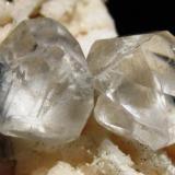 Calcita. Minas de La Florida. Valdaliga. Cantabria. Tamaño de los dos cristales 25 mm. (Autor: Jose Luis Otero)