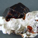 Granate Spessartina (Espesartina) Shengus (Pakistán) 5,5 x 4,5 x 4 cm 104 gr (Autor: Granate)