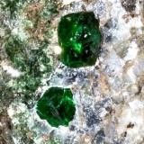 Granate Uvarovita (Detalle) Outokumpu (Finlandia)  11 x 8 x 9 cm 1.280 gr (Autor: Granate)