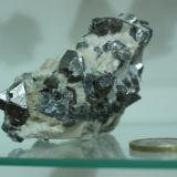 Skutterudita (8 x 6 x 2 cm; cristal mayor 2 cm). Minas de Cala, Cala, Huelva, Andalucía, España. Es un regalo de Carlos Utrera ;-) (Autor: Inma)