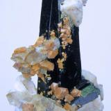 Aegirina, zircón, ortoclasa, cuarzo Mount Malosa, Zomba District, Malawi 80 mm x 72 mm x 38 mm (Autor: Carles Millan)