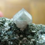 Detalle de un conjunto de cristalillos con inclusiones de mica. (Autor: usoz)