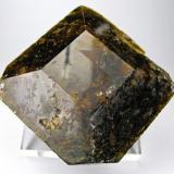 Vesubiana o vesuvianita Yacimiento de hierro de Fushan, Xingtai, Xingtai, Hebei, China 87 mm x 85 mm x 29 mm (Autor: Carles Millan)