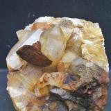 Cuarzo y siderita, Dílar, Granada, pieza 10x6 cm. cristal cuarzo 4 cm. cristal siderita 2.5 cm. (Autor: Nieves)