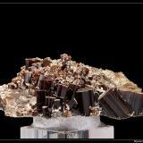 Vesuvianite  Alchuri, Shigar, Pakistan fov 10 cm  Interessant (Author: ploum)