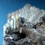 ANGLESITA Nivel 9-Pozo nº5 de las minas de la Cruz-Linares-Jaén. Pieza de 9x8cm. Cristal 1,8x1cm. (Autor: DAni)