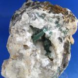 MALAQUITA recubierta de calcedonia. Mina Juanito - Zufre - Huelva. Pieza; 7,6x7,2cm. Cavidad; 3cm. Ectalactita; 1,2cm. (Autor: DAni)