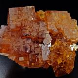 "Fluorita, Filón ""Jaune"". Valzergues, Aveyron. Cristales cubicos de 4 cm. Foto: J. R. García (Autor: JRG)"