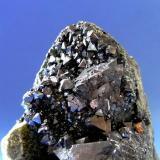 MAGNETITA Mina Vizcaya - Paraje los Galarderos - Burguillos del Cerro -Badajoz. Pieza; 9x6,5cm. Cristal; 1,7cm. (Autor: DAni)