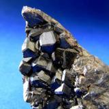 GRANATES Los Galanes - Paraje de Los Galanes - Burguillos del Cerro - Badajoz. Pieza; 7x3,2cm. Cristales; 0,9cm. (Autor: DAni)