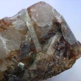 Aguamarina. Valle de la Serena. Badajoz. Pieza: 9 x 7 cm. Cristal mayor: 4 cm. (Autor: Juan Cabezas)