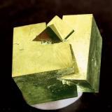 """Pirita Valdeperillo, La Rioja, España  Encontrada aproximadamente en 1994 Tamaño de la pieza: 2.5 × 2.1 × 1.8 cm. Foto de: """"Minerales de Referencia"""" (Autor: Jordi Fabre)"""