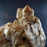 Cuarzo con calcedonia - Monte da Cidade - Santa Uxía de Ribeira - A Coruña. Tamaño cristal mayor 4 cm, tamaño pieza 12 cm (Autor: Rodrigo Fresco)