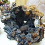 Cuarzos biterminados,pirolusita. Mina Pajarillos, 12x10 cm. (Autor: pardominer)
