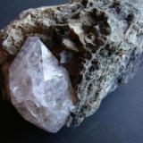 Cuarzo<br />Peña La Fuente, Vega de Gordón, La Pola de Gordón, Comarca Montaña Central, León, Castilla y León, España<br />3 cm. el cristal<br /> (Autor: minero1968)
