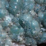 Tapiz de cristales de waveliita verde-azulados. Encuadre 3 cm (Autor: usoz)