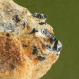 Cristales de casiterita maclados, el más grande 2-3 mm. (Autor: usoz)