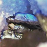 Pirargirita y Plata nativa<br />Mina La Suerte, Hiendelaencina, Comarca Serranía de Guadalajara, Guadalajara, Castilla-La Mancha, España<br />Cristal pirargirita 8 mm. y plata nativa 3.mm.<br /> (Autor: Nieves)