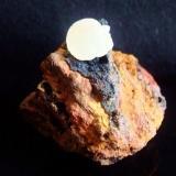 """Adamite. Locality: """"La Ojuela"""" mine, Mapimí, Durango, México size: 4cm x 4.4cm x 4.1cm (Author: Luis Domínguez)"""