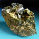 EPIDOTA Minas Cala-Cala-Huelva. Pieza; 9,6x4,6cm. Cristal; 1,7cm. (Autor: DAni)