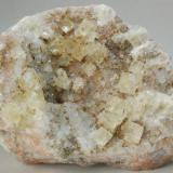 Fluorita - Mines de Sant Marçal, Viladrau, Montseny, Osona, Girona, Catalunya, España Medidas: 6,5x4,5x2,5 cms (Autor: Joan Martinez Bruguera)