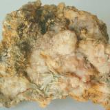 Albita y Clinozoisita - Viladrau, Montseny, Osona, Girona, Catalunya, España Medidas: 5,5x4x2 cms (Autor: Joan Martinez Bruguera)