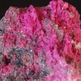 Calcita Cobaltifera (detalle de la pieza anterior) - Bou Azzer, Marruecos Medidas: 4,5x3,5x2,8 cms (Autor: Joan Martinez Bruguera)
