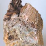 Baritina - Mines de Sant Marçal, Viladrau, Montseny, Osona, Girona, Catalunya, España Medidas: 8,5x6,5x4 cms (Autor: Joan Martinez Bruguera)