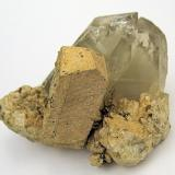 Orthoclase, quartz Bustarviejo, Madrid, Spain 58 mm x 40 mm. Orthoclase crystal size: 30 mm tall, 11 mm wide (Author: Carles Millan)