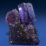 Fluorite and Chalcopyrite Minerva #1 Mine Specimen size 6 x 5 cm. (Author: am mizunaka)