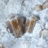 Vesuvianita (detalle de la pieza anterior) - Imilchil, Marruecos Medidas: 7 x 6,5 x 5,5 cms (Autor: Joan Martinez Bruguera)