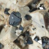 Ortosa & Magnetita (segundo detalle de la pieza anterior) - Imilchil, Marruecos Medidas: 10 x 6 x 5,5 cms (Autor: Joan Martinez Bruguera)