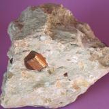 Pirita con matriz - Ambasaguas, Muro de Aguas, La Rioja, España Medidas: 8,5 x 6,5 x 5 cms (Autor: Joan Martinez Bruguera)