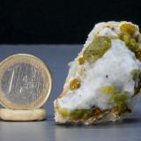 Forsterite. El Juanar. Ojén. Málaga. Spain Crystal size 1,5 cm (Author: nimfiara)