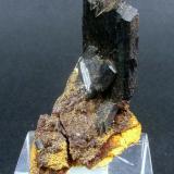 Vivianita de La Unión.Tamaño: 2.5 x 1.5 cm. Cristal mayor: 1.5 x 1 cm. (Autor: Juan Cabezas)