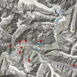 _Este es el valle de Hunza. Las marcas de color rojo son localidades con minerales interesantes. Las azules indican citas menos precisas. Las zonas casi blancas son glaciares. Chumar Bakhoor, la localidad más productiva, está a casi 5000 m de altitud. (Autor: Carles Millan)