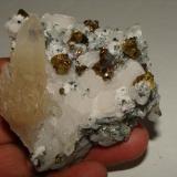 Quartz, calcite and chalcopyrite, Naica Chihuahua Mexico. Size: 7cm. (Author: javmex2)